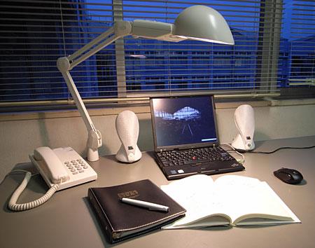 Office_Desk_200804.jpg